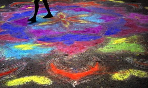 Fargerikt illustrasjonsbilde av kritt-tegning