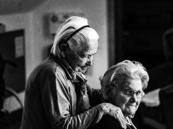 To eldre kvinner